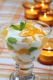 yoghurt för efterrättmintapelsiner Royaltyfria Foton