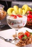 Yoghurt & Fruitmaaltijd stock afbeelding