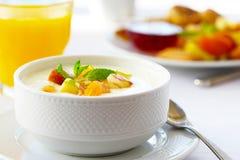 Yoghurt med frukter royaltyfria foton