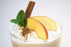 Yoghurt met appel royalty-vrije stock afbeelding