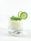 Yoghurt met komkommer en witte waterkers Royalty-vrije Stock Foto's