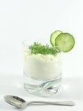 Yoghurt met komkommer en witte waterkers Royalty-vrije Stock Afbeeldingen