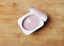 Yoghurt met vorm Royalty-vrije Stock Afbeeldingen