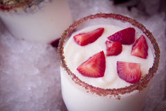 Yoghurt och jordgubbar Royaltyfri Bild