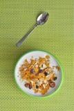 Yoghurt och mysli Arkivfoton