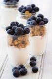 Yoghurt och sädes- frukost Arkivfoto