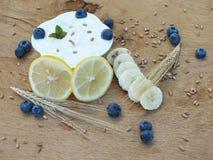 Yoghurtwhitfrukt Royaltyfria Bilder