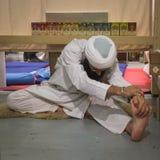 Yogi die bij Yogafestival 2014 praktizeren in Milaan, Italië Stock Foto's