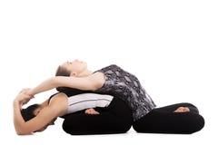 Yogiflickor som gör yoga, övar i Lotus Pose Royaltyfri Bild