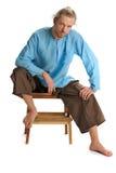 Yogin sitter på en stol Royaltyfri Bild