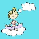 Yogin tänker ett flickasammanträde på ett moln Royaltyfri Bild