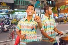 YOGJAKARTA, INDONESIEN - 16. DEZEMBER 2016: Musiker, die herein spielen Stockbilder