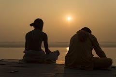 Yogui en el río el Ganges, Varanasi la India Fotografía de archivo