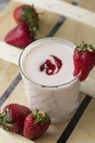 Yogur con el atasco de fresas Imágenes de archivo libres de regalías