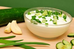 Yogur con el pepino Foto de archivo