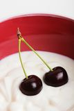 Yogur de la cereza adentro Fotos de archivo