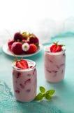 Yogur de la fresa Foto de archivo libre de regalías