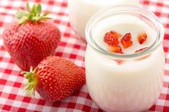 Yogur de la fresa de la mañana Imágenes de archivo libres de regalías