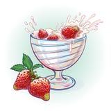 Yogur de la imagen con las fresas Foto de archivo libre de regalías