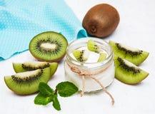 Yogur del kiwi Fotografía de archivo