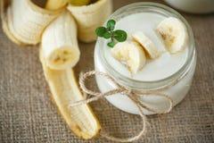 Yogur del plátano imágenes de archivo libres de regalías