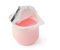 Yogur en un envase de plástico Imagen de archivo
