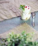 Yogur griego con el granola y la granada Foto de archivo libre de regalías