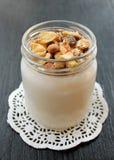 Yogur hecho en casa fresco natural de la leche de vaca hecha a mano Foto de archivo libre de regalías