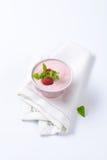 Yogur ligero de la frambuesa Fotografía de archivo libre de regalías