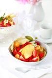 Yogur natural con las frutas frescas Foto de archivo libre de regalías