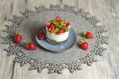 Yogur y Muesli de la fresa Imagen de archivo libre de regalías