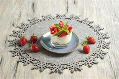Yogur y Muesli de la fresa Foto de archivo
