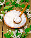Yogurt in clay bowl with flowers of honeysuckle Stock Photography