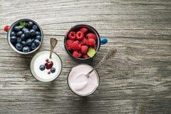 Yogurt con frutta fresca Immagine Stock Libera da Diritti