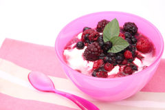 Yogurt con le bacche Fotografie Stock
