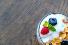 Yogurt con le bacche fresche Fotografia Stock Libera da Diritti