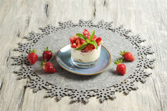 Yogurt e muesli della fragola Fotografia Stock
