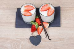 Yogurt with fresh strawberries Stock Photography