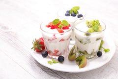 Yogurt and fruit Stock Photography