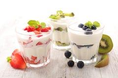 Yogurt and fruit Royalty Free Stock Photography