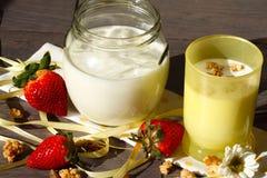Yogurt, muesli e fragole Fotografia Stock