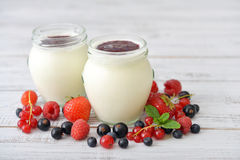 Yogurt with ripe fresh berry Royalty Free Stock Photography