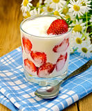 Yogurt thick with strawberries and daisies Stock Photography