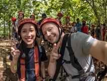 Yogyakarta, Indonesia - 19 marzo 2018: I turisti partecipano al giro della caverna di Goa Jomblang vicino a Yogyakarta, Indonesia Immagini Stock