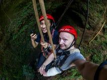 Yogyakarta, Indonesia - 19 marzo 2018: I turisti partecipano al giro della caverna di Goa Jomblang vicino a Yogyakarta, Indonesia Fotografia Stock