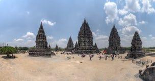 YOGYAKARTA, INDONESIEN - CIRCA IM SEPTEMBER 2015: Panorama des Komplexes hindischen Tempels Prambanan, Java, Indonesien stockfoto