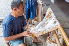 YOGYAKARTA INDONEZJA, SIERPIEŃ, - 28, 2008: Mężczyzna obrazu wosk przy nietoperzem Obrazy Stock