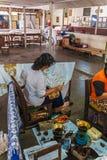 YOGYAKARTA INDONEZJA, SIERPIEŃ, - 28, 2008: Kobieta obrazu wosk przy b Zdjęcie Royalty Free