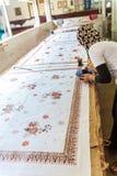 YOGYAKARTA INDONEZJA, SIERPIEŃ, - 28, 2008: Kobieta obrazu wosk przy b Obraz Stock