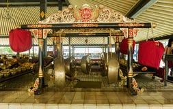 YOGYOKARTA, JAVA 20 DE MARÇO DE 2016: Palácio do sultanato em Yogyakarta - lugar da música no palácio para a orquestra real Fotos de Stock